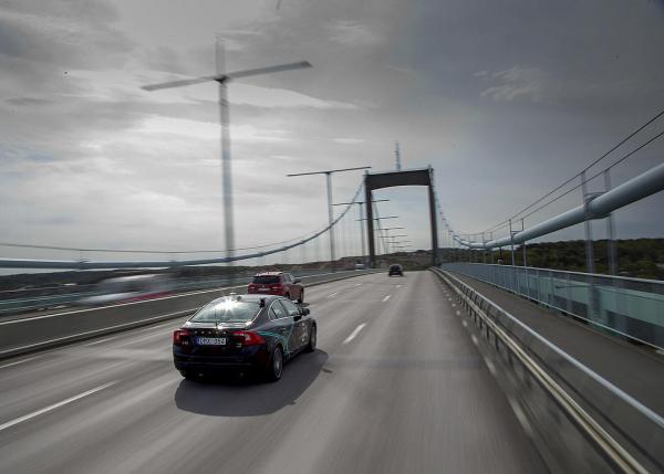 Volvo närmar sig självkörande teknik