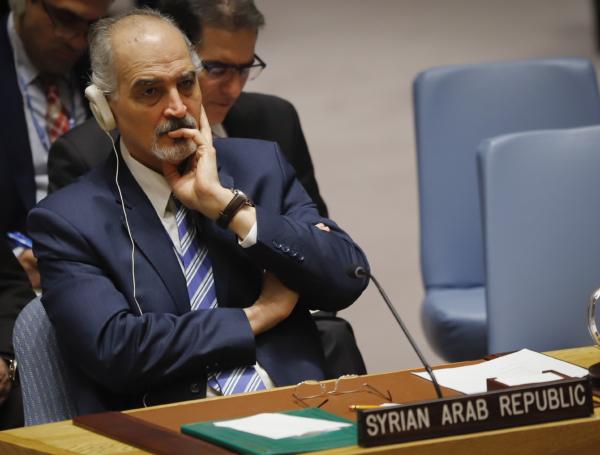 Skottlossning i Douma försenar kemvapenexperter
