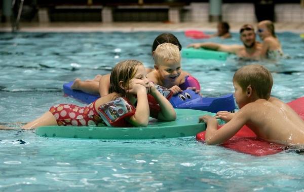 Måste spara pengar- barn får inte längre bada gratis
