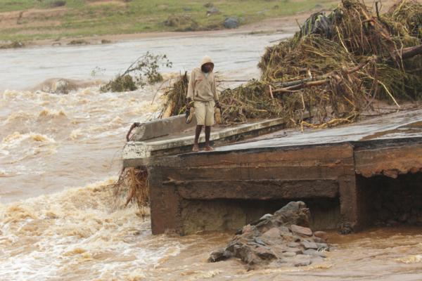 Över 1 000 omkomna i cyklonen i Moçambique