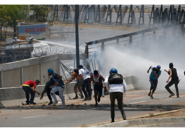 Maduro eggar militären mot kuppmakare