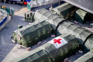 Försvaret bygger upp fältsjukhus <br>- coronapatienter får nu vård