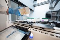 Vårdcentral fortsätter med omstridda coronatester