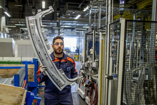 Volvo Cars varslar 1 300 anställda